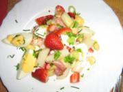 Spargelsalat mit Ei, Erdbeeren und Schwarzwälder Schinken - Rezept