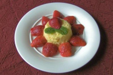 Bayerische Creme mit beschwipsten Erdbeeren - Rezept
