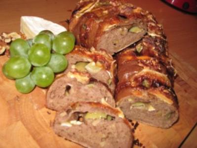 Walnuß-Camembert- Brot mit Weintrauben - Rezept