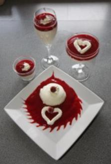 Joghurt-Mousse mit Fruchtsoße - Rezept