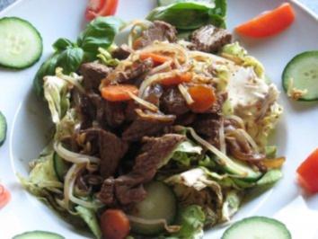 Grüner Salat mit Asia-Topping - Rezept