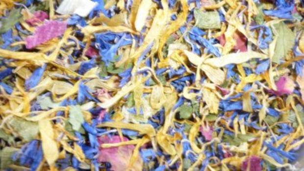 Spanferkelrollbraten mit Wildblütenhonigkruste und grünem Spargel an Steinpilz-Salbeisauce - Rezept - Bild Nr. 6