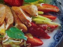 Erdbeersalat mit marinierten Hähnchenbruststreifen - Rezept