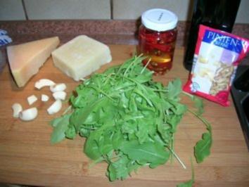 Rezept: Pesto Tricolore - sehr lecker zu Nudelgerichten
