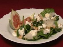Babyspinat mit Birnen, Feigen und mildem Ziegenkäse (Claudelle Deckert) - Rezept
