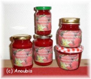 Rezept: Brotaufstrich - Erdbeerkonfitüre mit Holunderblütensirup und Vanille