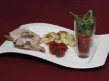 Kräuter-Rollbraten mit Gnocchi, karamellisierten Tomaten und Pinienkernen - Rezept