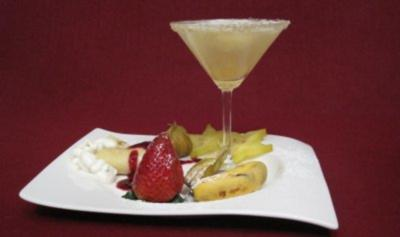 Zitronensorbet, dazu frisches Obst und warmer Crepe mit Cremefüllung - Rezept