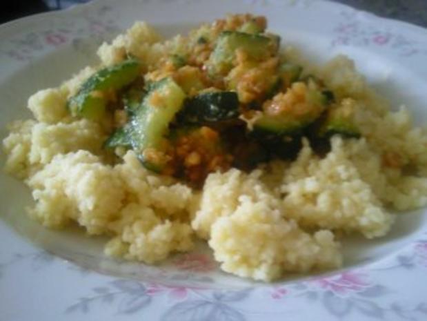 Couscous mit Zucchini und Erdnüssen - Rezept - Bild Nr. 2