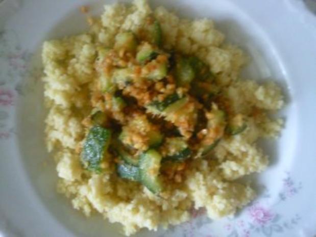 Couscous mit Zucchini und Erdnüssen - Rezept - Bild Nr. 3