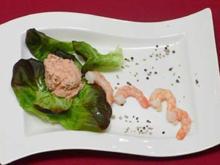 Gefüllte Avocadohälften auf Salatbett - Aguacates rellenos - Rezept