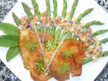 Orangiger Schulterbraten mit grünem Spargel an Käsecreme und Pinienkernen - Rezept