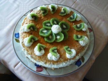 Joghurtfromage  Torte mit Kiwi zwischen knackigem Boden - Rezept
