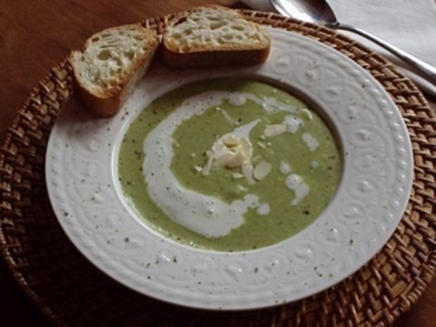 Broccoli-Gorgonzola-Süppchen mit Champagnerschaum - Rezept