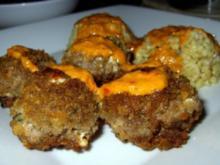 Hackbällchen mit Ziegenkäse, dazu Walnuss-Ajvar-Sauce und Sonnenweizen - Rezept