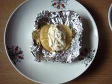 Kartoffeln in Alu gegrillt mit einer Creme von gestern - Rezept