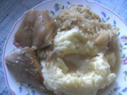 Eisbein  in Sauerkraut geschmort - Rezept