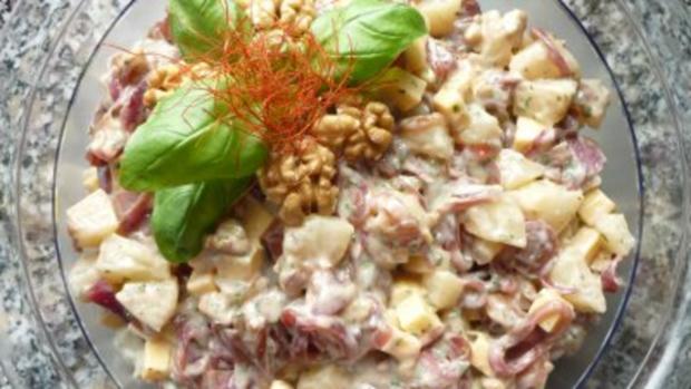 Birnen-Käsesalat mit roten Zwiebeln und Walnüssen - Rezept