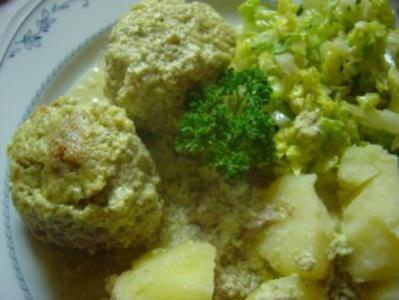 Hackbällchen in Kräuter-Feta-Sauce, überbacken - Rezept