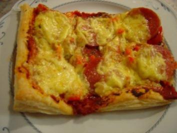 Pizza - Salami auf Blätterteig - Rezept