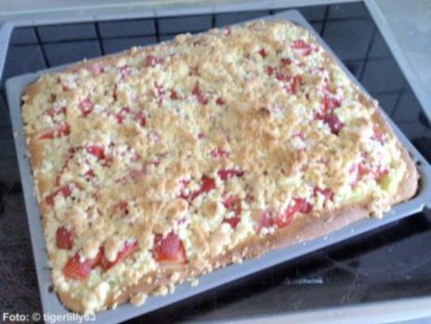 Erdbeer-Rhabarber-Schnitten - Rezept