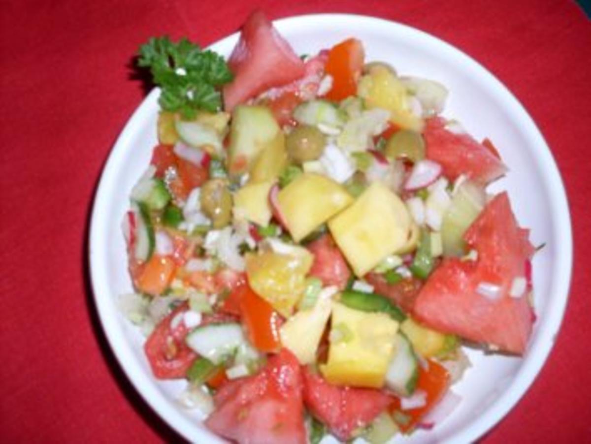 sommerlicher salat mit melone rezept. Black Bedroom Furniture Sets. Home Design Ideas