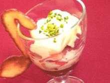 Schokoladenmousse mit Erdbeeren und Vanillesoße - Rezept