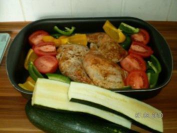 Hähnchenschlegel im Gemüsebett - Rezept