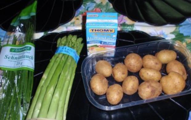 Grüner Spargel mit Butterkartoffeln und Soße Hollandaise - Rezept - Bild Nr. 2