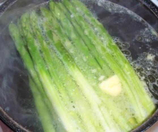 Grüner Spargel mit Butterkartoffeln und Soße Hollandaise - Rezept - Bild Nr. 4