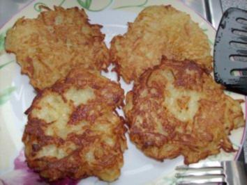 Rezept: Reibeplätzchen mit Apfel-Cranberrie-Kompott