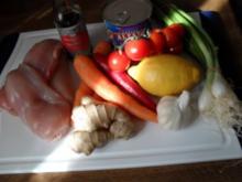 Wok-Pfanne mit Knobi-Hähnchen, Möhren, Chinakohl, Frühlingszwiebel und Cocktailtomaten - Rezept