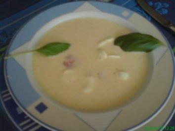 Helle Tomaten Basilikum-Cremesuppe mit Babymozzarella - Rezept