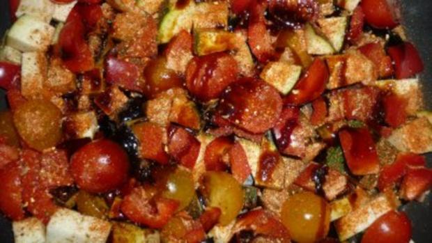 Currykraut-Pfannkuchen mit knackiger Gemüsefüllung  und Tete de Moine-Locken - Rezept - Bild Nr. 3