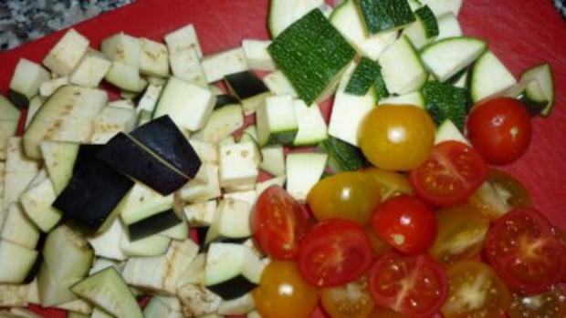 Currykraut-Pfannkuchen mit knackiger Gemüsefüllung  und Tete de Moine-Locken - Rezept - Bild Nr. 5