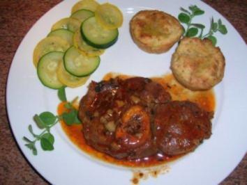 Osso buco alla Toscana mit Kartoffel-Kräuter-Muffins und Zucchinigemüse - Rezept