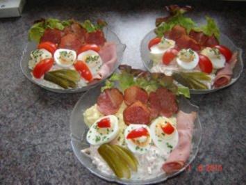 russische eier mit kartoffelsalat und fleischsalat