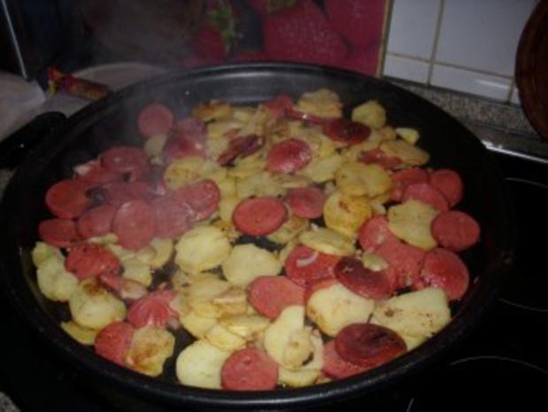 Bratkartoffeln mit türkischer Knoblauchwurst - SUCUK- und Ei - Rezept - Bild Nr. 2