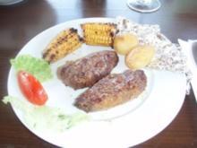 Mariniertes Straussenfilet mit Folienkartoffeln, Zuckermais und Salat - Rezept