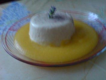 Vanille-Lavendel-Panna Cotta mit Pfirsichpüree - Rezept