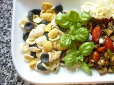 Gemüse-Hackpfanne an Orecchiette Ortolano und Tete-de-Moine-Locken - Rezept