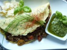 Schnittlauch-Cheddar-Pfannkuchen mit Gemüse-Hack-Pfanne gefüllt - Rezept
