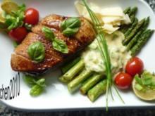 Krosse Entenbrust an grünem Spargel mit Parmesan-Hollandaise - Rezept