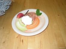 Dessert- Rhabarber mit Honigmelone und Weinbergpfirsich mit Sahne oder und Eis - Rezept