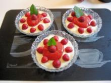 Sahne - Pudding mit frischem Erdbeermus - Rezept