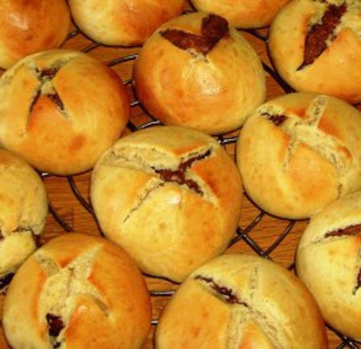 Haselnuss-Nougat-Brötchen - Rezept Eingereicht von Meerkatze21