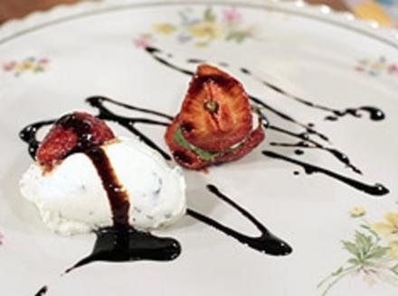 Balsamico-Erdbeeren mit Ziegenkäsecreme - Rezept