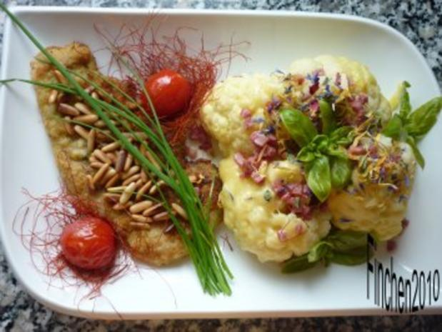Pinienkern - Schnitzel an überbackenem Blumenkohl mit Schinkenwürfeln - Rezept