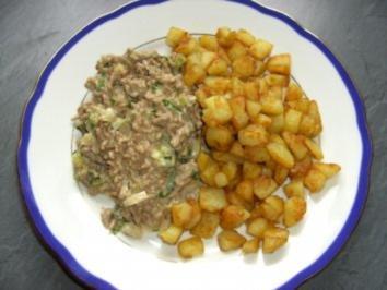 Hackfleisch-Käse-Sauce mit Bratkartoffeln - Rezept