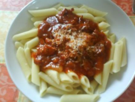 Nudeln mit deftiger Tomatensoße - Rezept